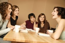 Young-women-talking-at-table